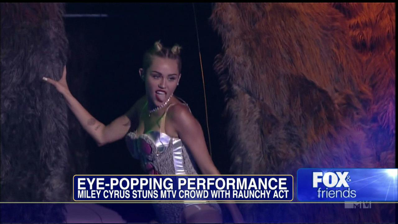 video miley cyrus vma performance plus viral photo of